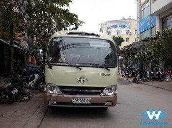 Cho thuê xe cưới 24 chỗ huyndai county giá rẻ tại Hà Nội