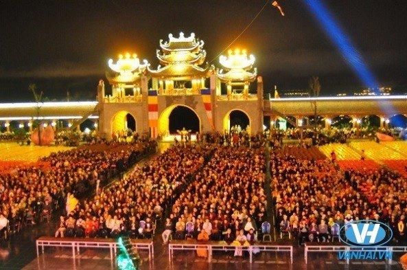 Dịch vụ cho thuê xe đi lễ hội Chùa Ba Vàng của Vân Hải