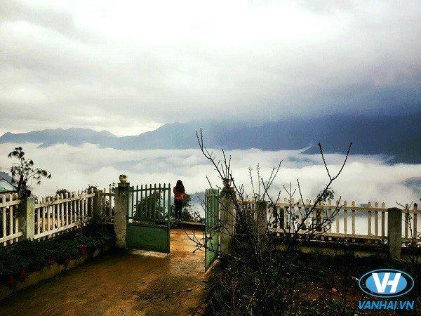 Đứng từ VietTrekking Homestay và nhìn ra biển mây
