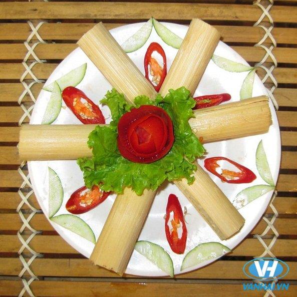 Những ống cơm lam nướng đặc biệt thơm ngon