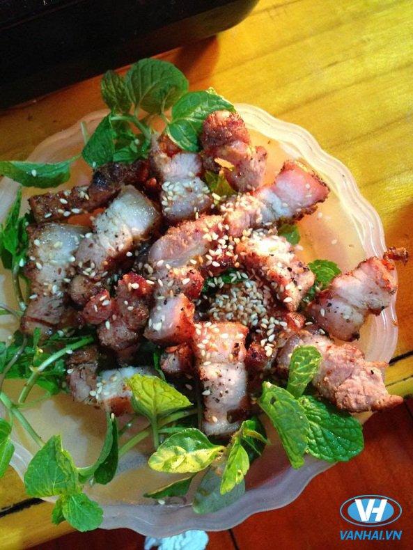 Lợn bản xào lăn cũng là món ăn ngon ở Sa Pa