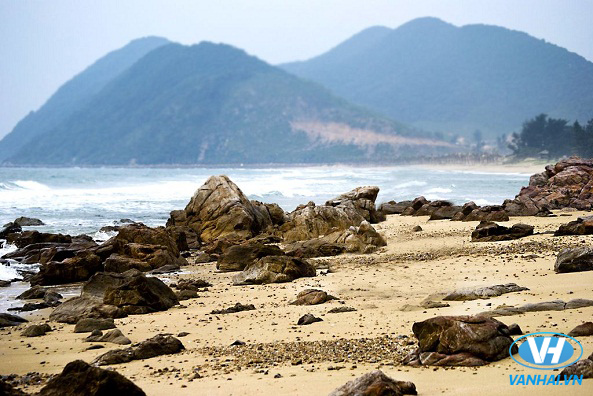 Những bãi đá ngầm trên biển Quan Lạn
