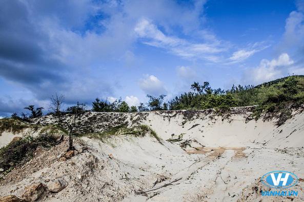 Cồn cát trên bãi biển Quan Lạn