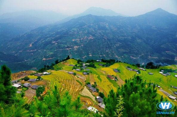 Một góc xã Hồ Thầu, huyện Tam Đường nhìn từ trên cao