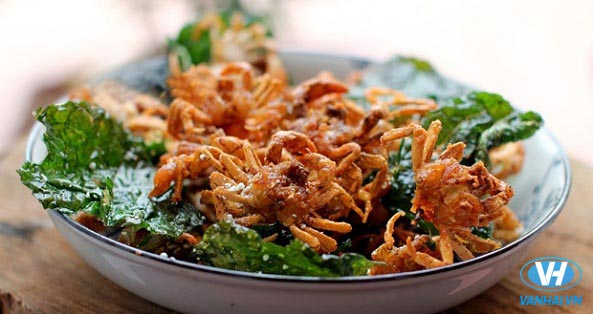 Cua đồng rang lá lốt, một món ăn dân dã và phổ biến tại Ninh Bình