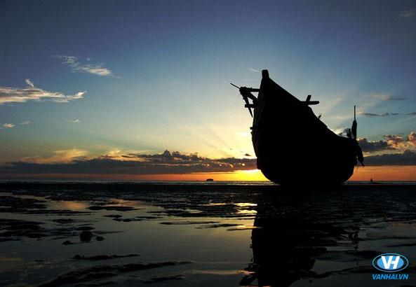 Biển Thiên Cầm bình yên và xinh đẹp