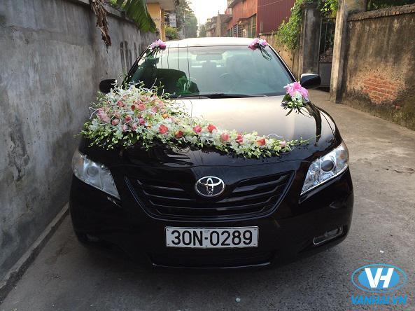 Xe cưới Toyota Camry được trang trí thời thượng, là điểm nhấn cho đám cưới