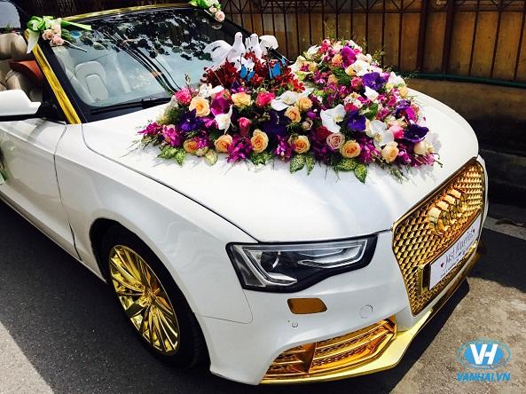 Vẻ ngoài ấn tượng của xe cưới mui trần của Vân Hải