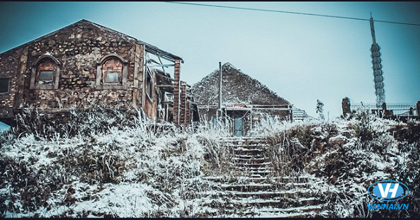 Mẫu Sơn được bao phủ trong tuyết trắng xóa