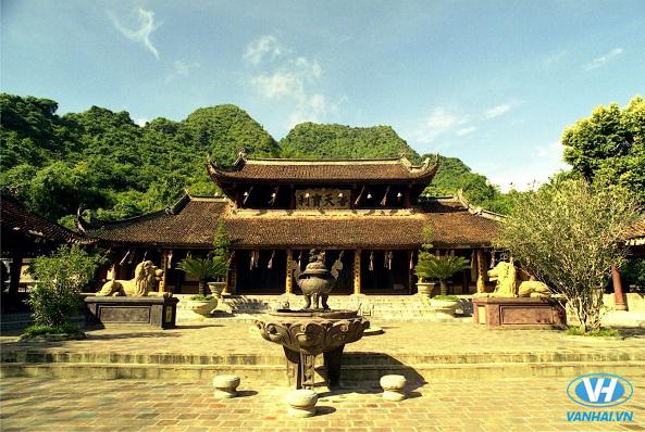 Không gian trầm mặc, thanh tịnh ở chùa Hương
