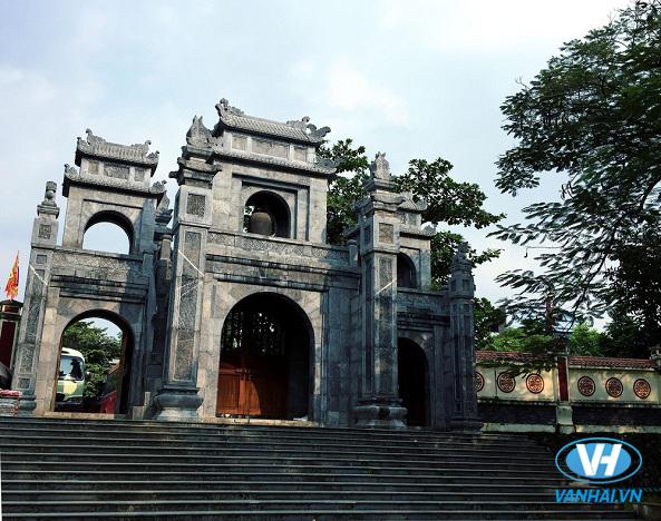 Cổng tam quan phía trước đền Sòng, Bỉm Sơn – Thanh Hóa