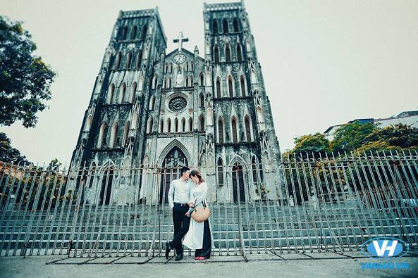 Tấm ảnh cưới vô cùng lãng mạn chụp ở phố cổ