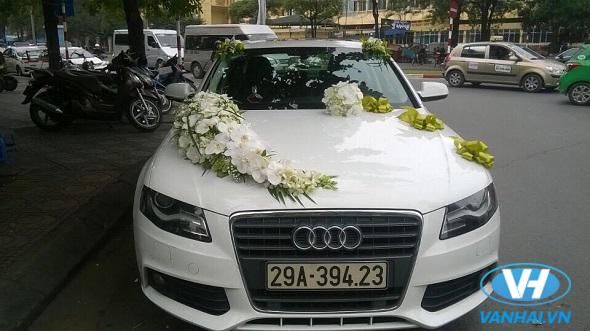 Một mẫu xe cưới màu trắng tinh tế và sang trọng