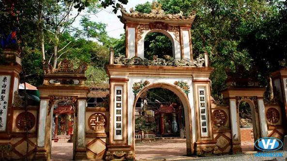 Không gian an yên nơi đền ông Hoàng Mười
