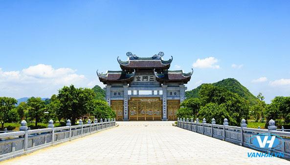 Không gian rộng lớn của khu chùa mời Bái Đính