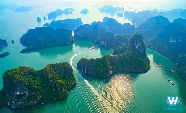Cảnh sắc tuyệt đẹp của vịnh Hạ Long