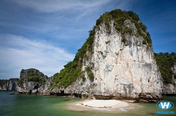 Vịnh Lan Hạ - Điểm dừng chân lý tưởng trên đảo ngọc