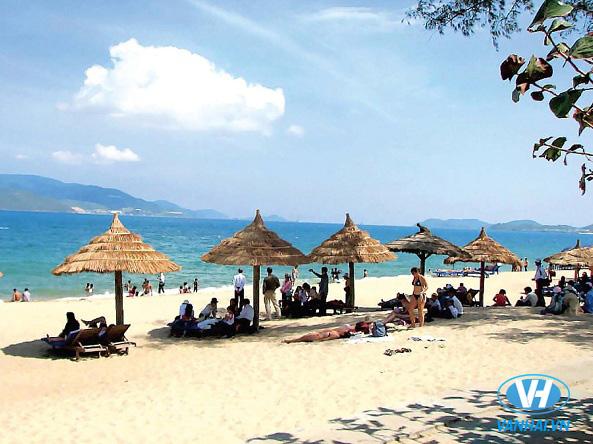 Bãi Cháy là điểm du lịch biển được nhiều du khách yêu thích