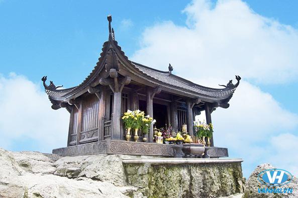 Đỉnh chùa Đồng uy nghiêm giữa thiên nhiên hùng vĩ