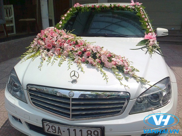 Xe cưới Mercedes kết hoa vô cùng hiện đại