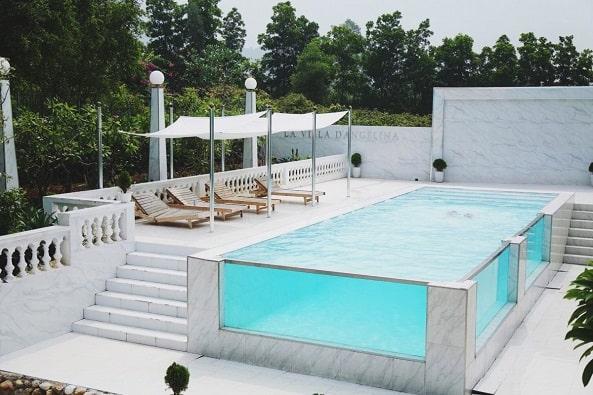 La Villa D'Angelina có hồ bơi rộng rãi, sạch sẽ