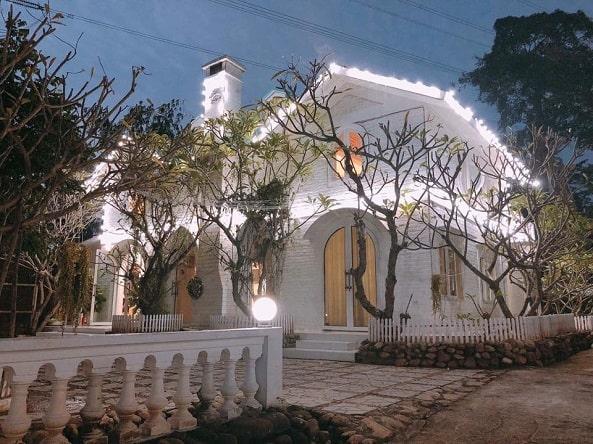 La Villa D'Angelina đón nhiều đoàn khách du lịch vào dịp hè
