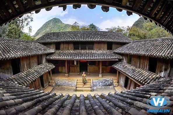 Thăm dinh thự họ Vương ở Đồng Văn