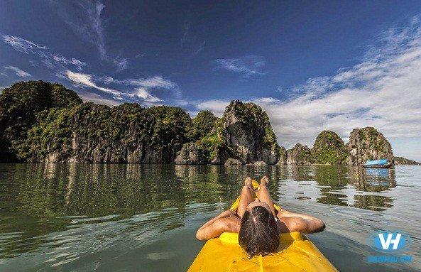 rèo thuyền Kayak – trải nghiệm thú vị khi du lịch Cát Bà