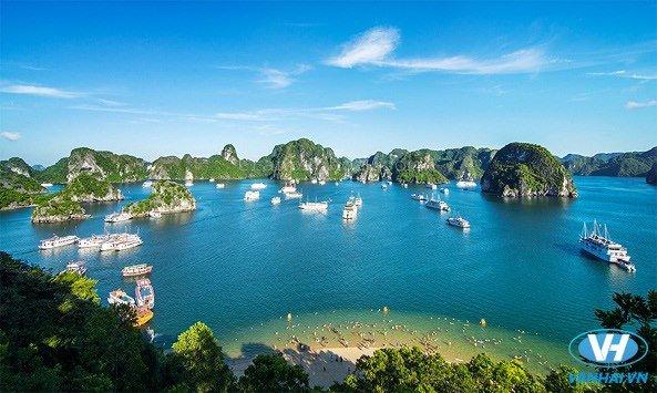 Chiêm ngưỡng khung cảnh tráng lệ của Vịnh Hạ Long