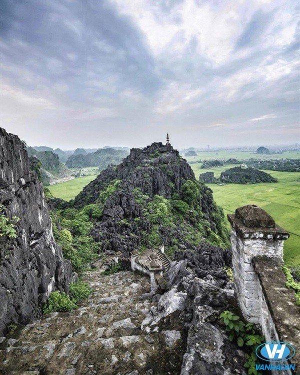 Hang Múa địa điểm du lịch thú vị ở Ninh Bình