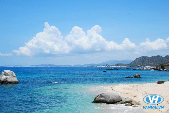 Từ A-Z kinh nghiệm du lịch biển tự túc tiết kiệm nhất