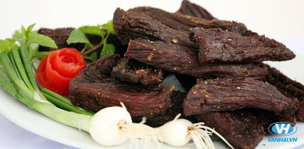 Thịt trâu gác bếp là món ăn đặc sản được nhiều người biết đến