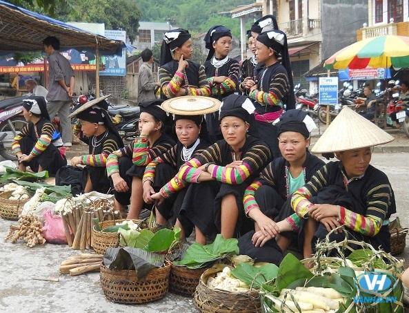 Không khí tập nập của một phiên chợ ở Cao Bằng