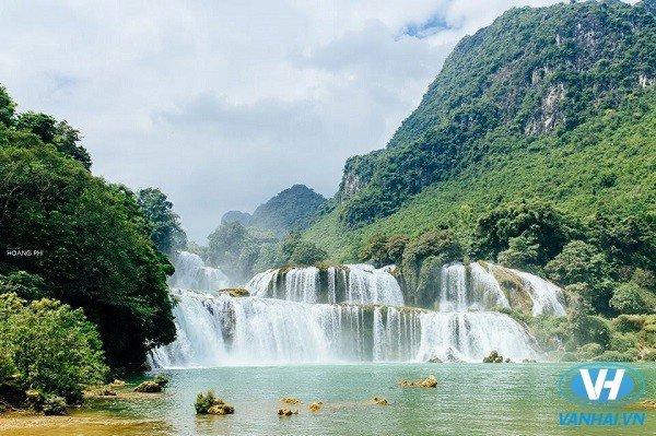Khung cảnh đẹp tuyệt trần ở thác Bản Giốc
