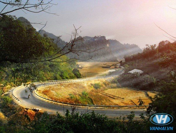 Đường lên Cao Bằng khá nhiều đèo dốc quanh co nguy hiểm